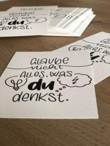 """Postkarte """"Glaube nicht alles, was du denkst."""""""